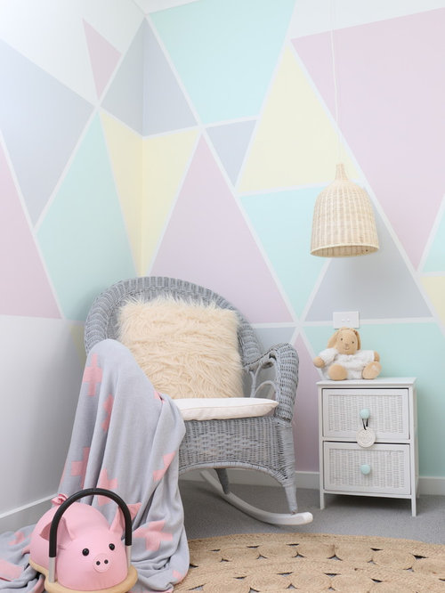chambre de b b fille scandinave avec un mur multicolore photos am nagement et id es d co de. Black Bedroom Furniture Sets. Home Design Ideas