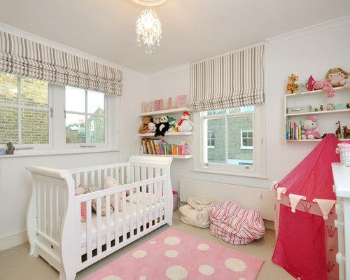 Modernes Babyzimmer Mit Weißer Wandfarbe Und Teppichboden In London