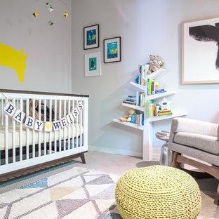 ロサンゼルス, CAのトランジショナルスタイルのおしゃれな赤ちゃん部屋 (グレーの壁、カーペット敷き、ベージュの床) の写真