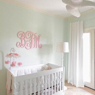 Immagine di una cameretta per neonati minimal