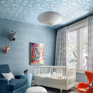 Modelo de habitación de bebé niño de tamaño medio con paredes azules, moqueta y suelo azul