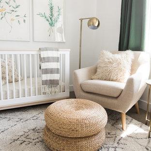 Idées déco pour une chambre de bébé classique.