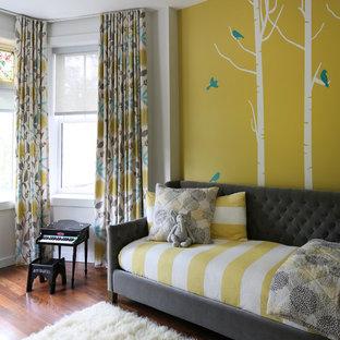 Неиссякаемый источник вдохновения для домашнего уюта: нейтральная комната для малыша в стиле современная классика с разноцветными стенами