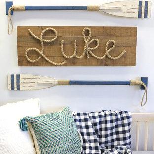 Foto de habitación de bebé niño costera, pequeña, con paredes azules, suelo laminado y suelo beige