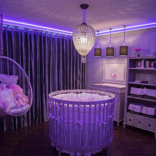 Idée de décoration pour une chambre de bébé design.