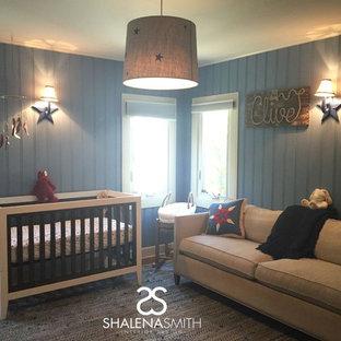 Foto de habitación de bebé niño contemporánea con paredes azules y suelo de madera clara