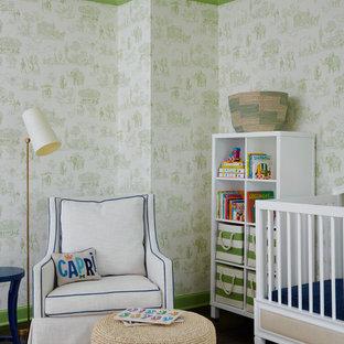 Foto de habitación de bebé marinera con paredes verdes, suelo de madera oscura y suelo marrón