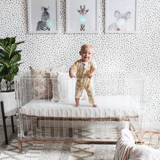 На фото: нейтральная комната для малыша в стиле шебби-шик с серыми стенами, полом из керамогранита и коричневым полом