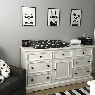 Immagine di una cameretta per neonati moderna