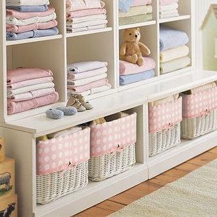Aménagement d'une très grand chambre de bébé romantique.