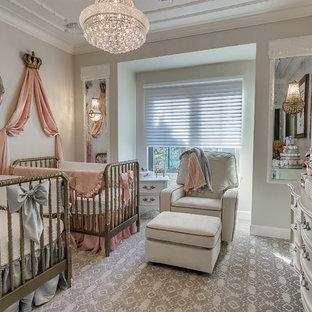 Cette image montre une chambre de bébé victorienne.