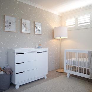Foto de habitación de bebé niño actual, de tamaño medio, con paredes grises, moqueta y suelo beige