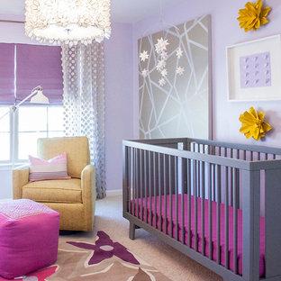 Cette image montre une chambre de bébé bohème.