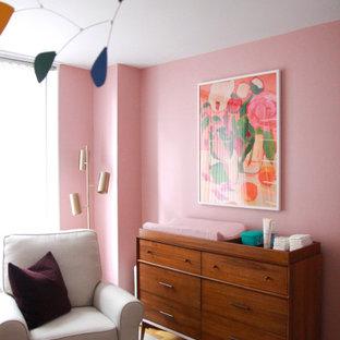 Aménagement d'une petit chambre de bébé moderne.