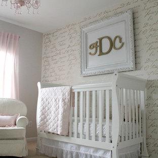 Aménagement d'une chambre de bébé fille victorienne.