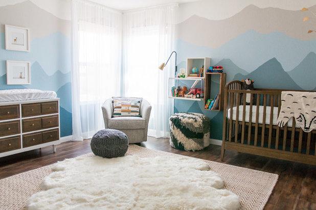 Ein Babyzimmer Mit Kuhlen Bergzugen Als Wandgemalde