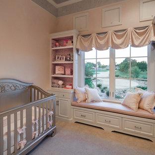 Idée de décoration pour une chambre de bébé méditerranéenne.
