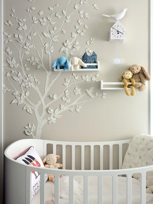 diseo de habitacin de beb neutra moderna de tamao medio con paredes beige y