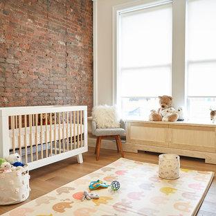 Chambre de bébé avec un mur rouge : Photos, aménagement et idées ...