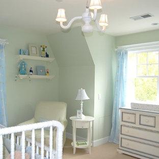 Idées déco pour une chambre de bébé neutre classique de taille moyenne avec un mur bleu, moquette et un sol beige.
