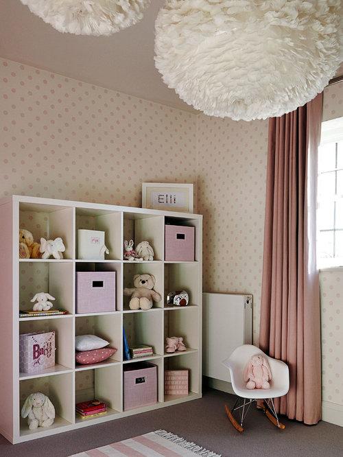 Chambre de b b fille avec un mur beige photos for Moquette chambre fille