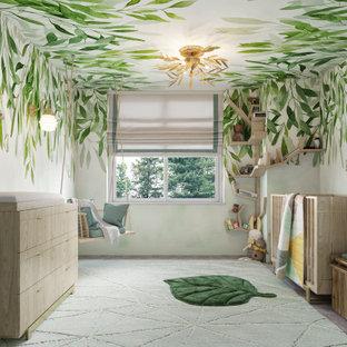 Idées déco pour une petit chambre de bébé neutre moderne avec un mur vert, moquette, un sol vert et un plafond en papier peint.