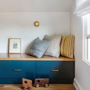 Cette photo montre une chambre de bébé craftsman.