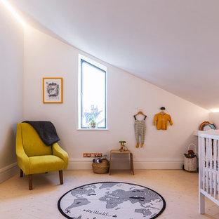 Attrayant Idées Déco Pour Une Grande Chambre De Bébé Neutre Contemporaine Avec Un Mur  Blanc Et Un