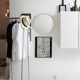 Foto de vestidor unisex, nórdico, con suelo blanco