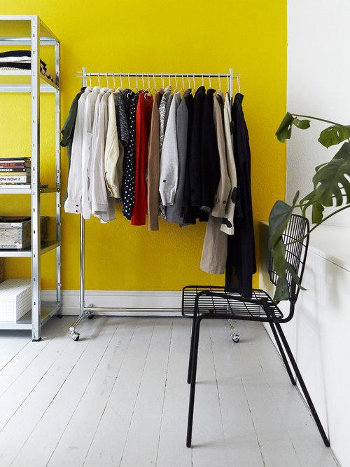 amnagement dune chambre scandinave avec un mur jaune un sol en bois peint - Chambre Scandinave Jaune