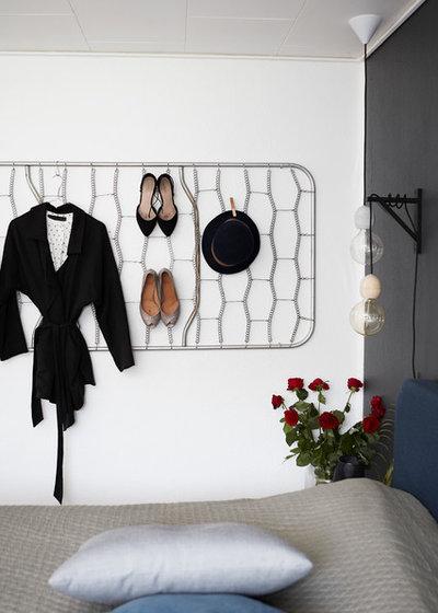 Scandinave Armoire et Dressing by Mia Mortensen Photography