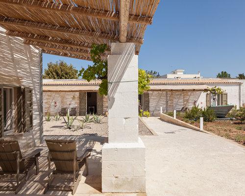Foto e idee per patii e portici patio o portico mediterraneo for Portico laterale in stile casa in stile charleston