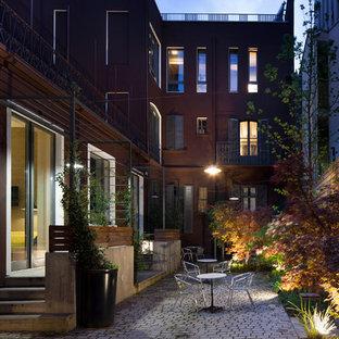 Immagine di un patio o portico minimal di medie dimensioni e in cortile con pavimentazioni in pietra naturale