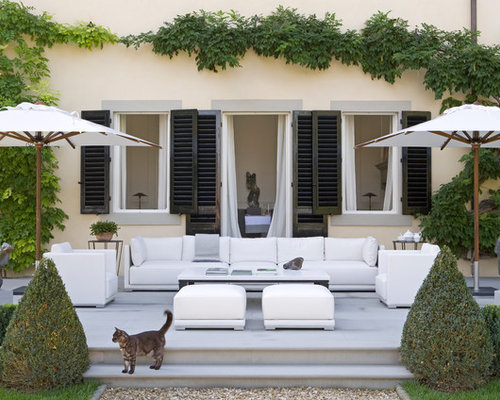 Contemporary Courtyard Covering : Courtyard Patio Design Ideas, Renovations & Photos with an Awning
