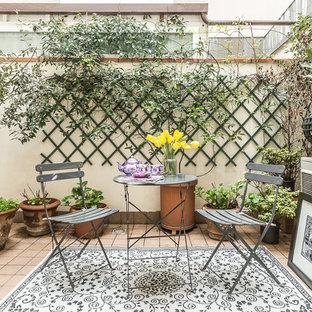 Immagine di un patio o portico mediterraneo di medie dimensioni