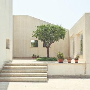 Esempio di un patio o portico minimal con nessuna copertura