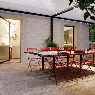 Ispirazione per un grande patio o portico mediterraneo nel cortile laterale con pavimentazioni in pietra naturale e un gazebo o capanno