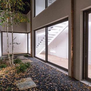 Foto di un piccolo patio o portico moderno nel cortile laterale con ghiaia e nessuna copertura