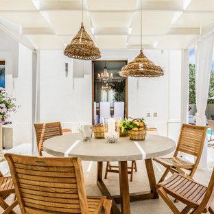 Idee per un patio o portico mediterraneo con una pergola