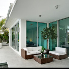 Modern Patio by tuthill architecture