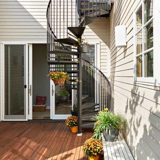 Idee per un patio o portico scandinavo con pedane e nessuna copertura
