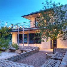 Modern Patio by Richard Wintersole Architect