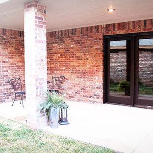 Example of a classic patio design in Austin