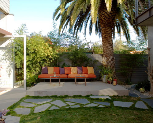 Contemporary Courtyard Covering : ... modern courtyard patio in Los Angeles with concrete slabs and no cover