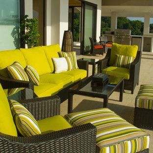 Idee per un grande patio o portico tropicale con nessuna copertura