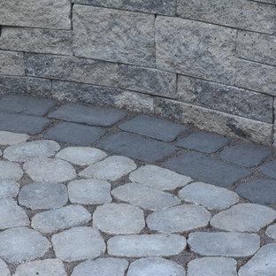 Idee per un patio o portico eclettico di medie dimensioni e dietro casa con pavimentazioni in cemento e nessuna copertura