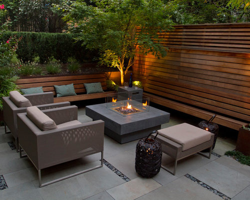 Incroyable Example Of A Trendy Patio Design In New York With A Fire Pit
