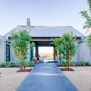 Esempio di un patio o portico country