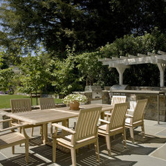 traditional patio by Arterra LLP Landscape Architects