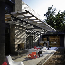 Modern Patio by B + O design studio, pllc